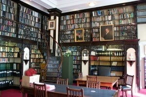 Wouldn't this be grand as a home library? Someday, someday.
