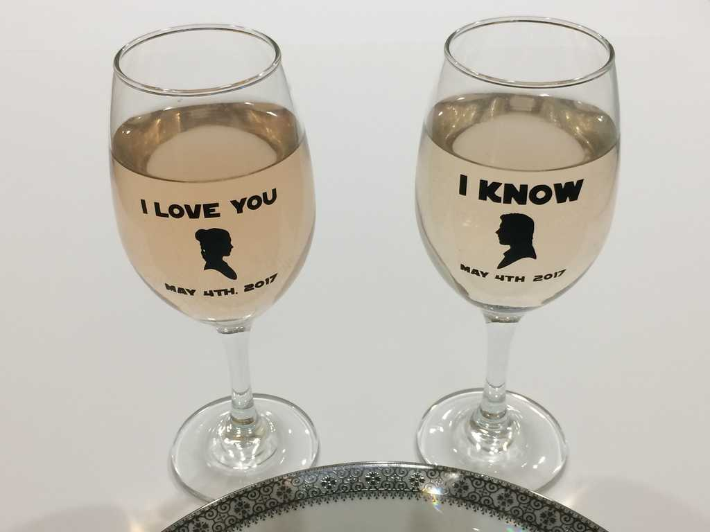Use these Star Wars wedding glasses for your nerdy nuptials